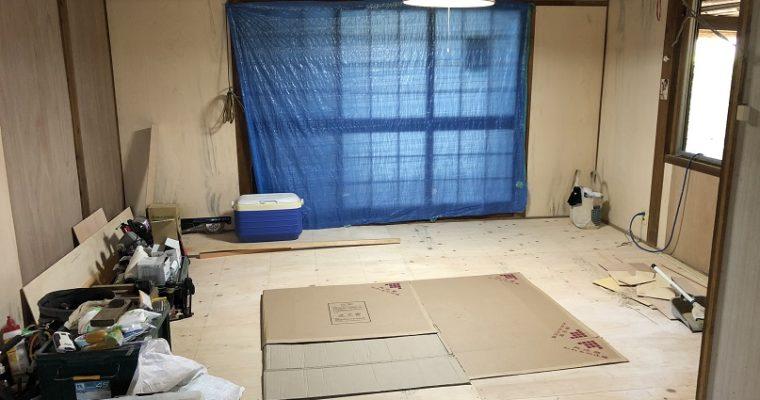土壁の和室を洋室へ(工事中)